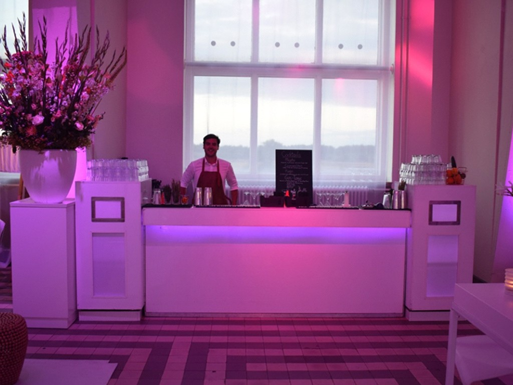 White lounge bar v2